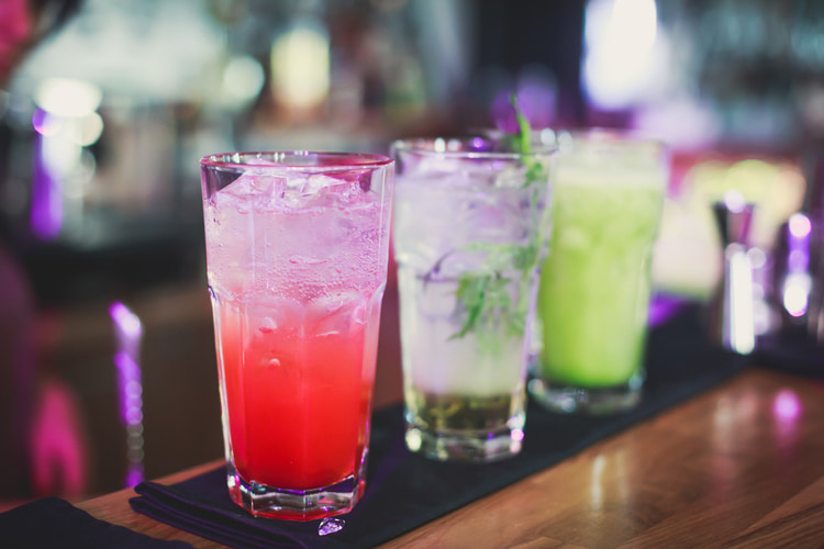 5 Benefits of Having an Open Bar at Networking Events